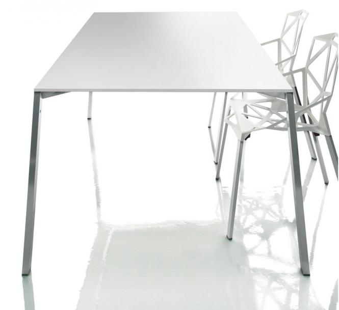 Magis table one design konstantin grcic tisch kinku for Magis tisch